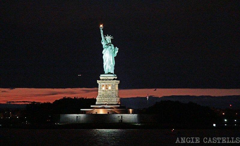 Estatua de la Libertad de noche