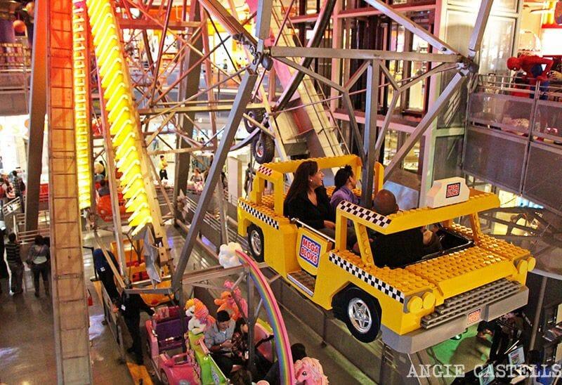 Toys R Us Times Square noria