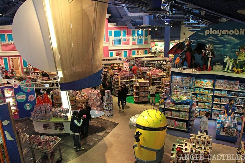 Toys R Us Times Square Playmobil