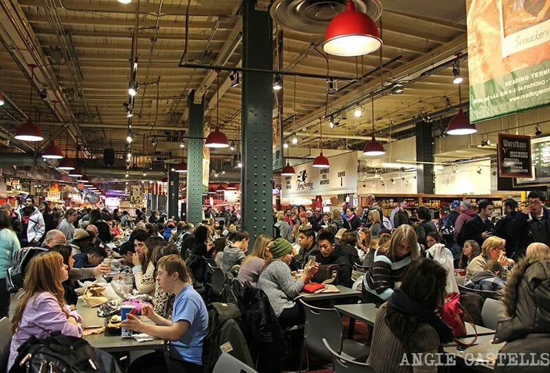 Comer en Reading Terminal Market Philadelphia