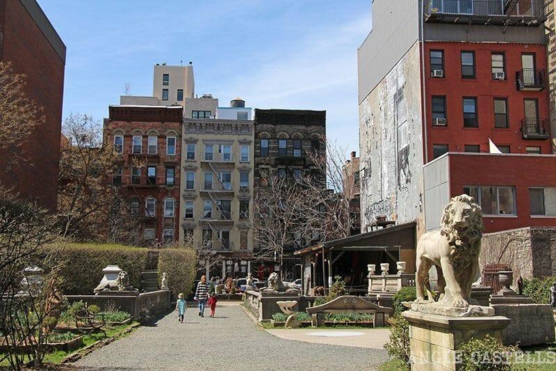 Jardín de esculturas de Elizabeth St NY