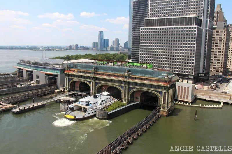 El ferry de Governors Island visto desde un helicóptero de Nueva York