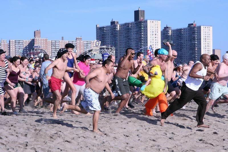 Cómo celebrar el fin de año en Nueva York - Polar Bear Swim en Coney Island