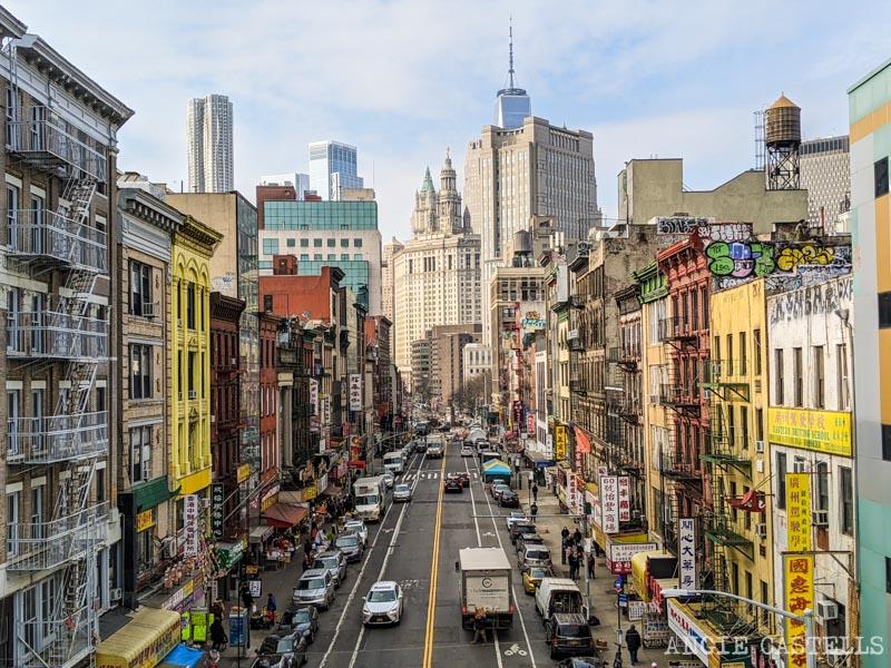 Las calles de Chinatown desde el puente de Manhattan