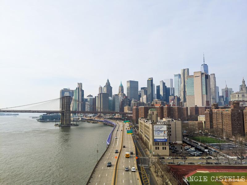 El puente de Brooklyn, Downtown y la carretera desde el Manhattan Bridge