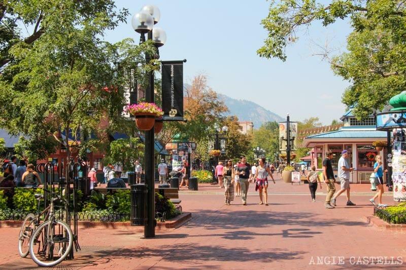Ruta por Colorado en coche: el Pearl Street Mall de Boulder