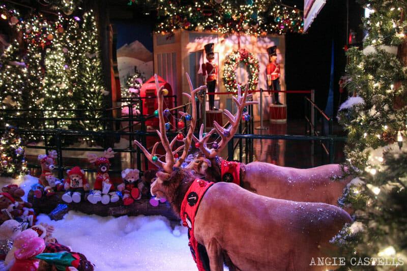 Las mejores decoraciones y escaparates navideños de Nueva York - Santaland