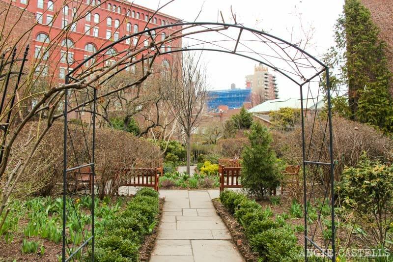 Guía del West Village de Nueva York: el jardín de St Luke in the Fields