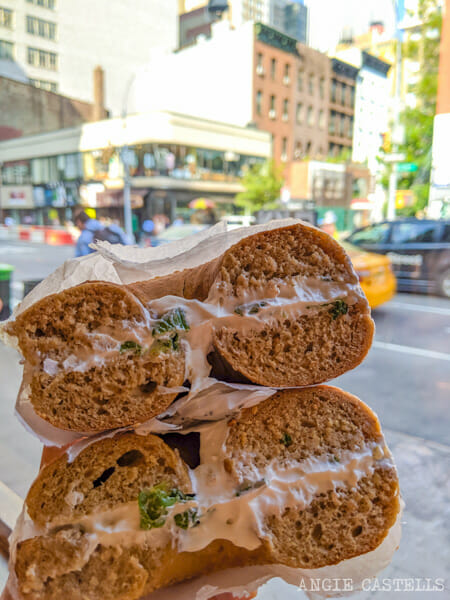 Bagel de Nueva York con cream cheese vegano