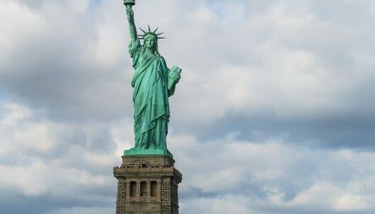 Visitar la Estatua de la Libertad y subir a la corona