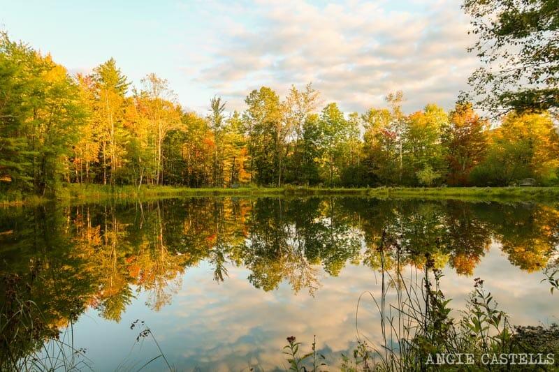 Paisaje de otoño en Vermont - Lago cerca de Stowe