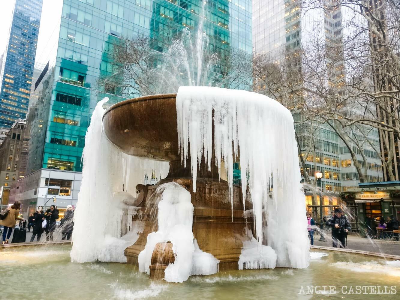 Viajar en invierno a Nueva York - La fuente de Bryant Park congelada
