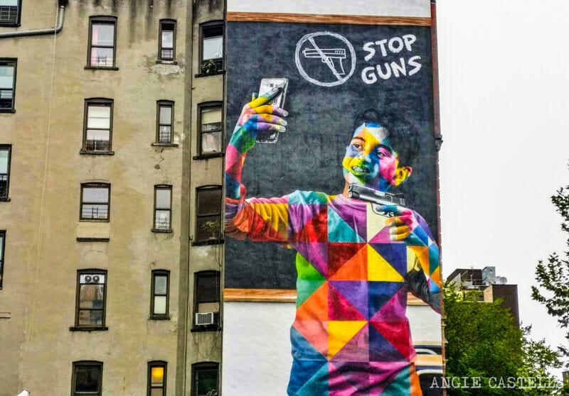 Mural de Kobra Stop Guns en el Lower East Side