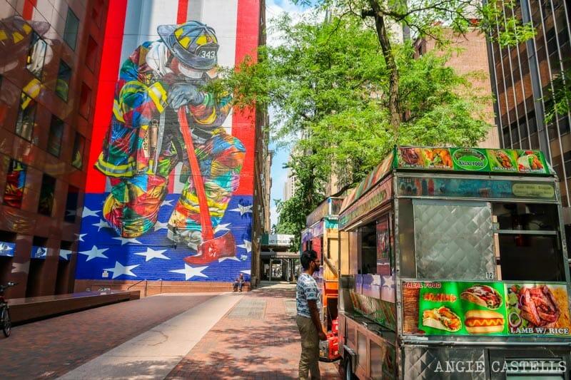 Mural de los bomberos del 11 de septiembre de Kobra en Manhattan