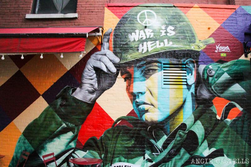 Mural de Kobra de Elvis en Nueva York, en el barrio de Williamsburg