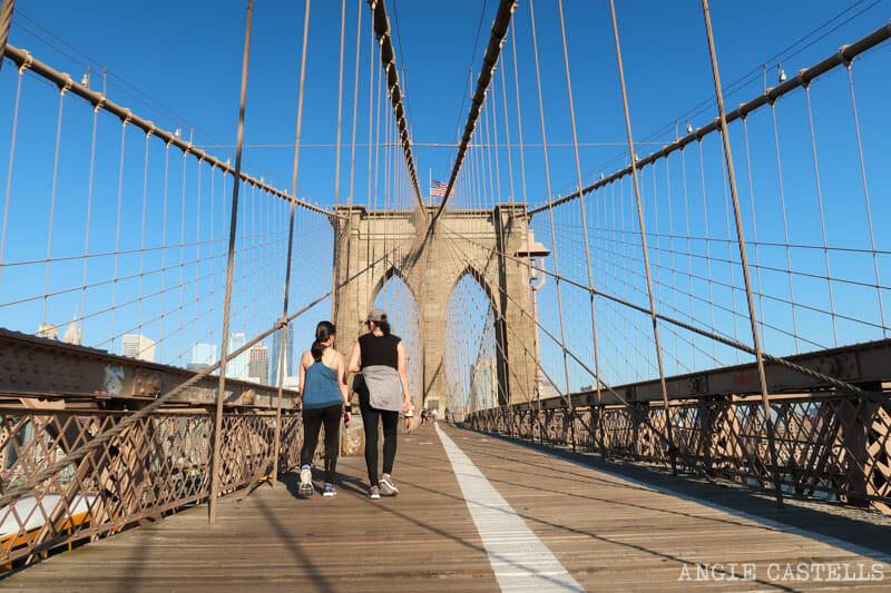 El carril peatonal y de ciclistas del puente de Brooklyn