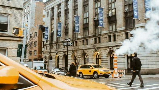 ¿Por qué en Nueva York sale vapor de las alcantarillas?