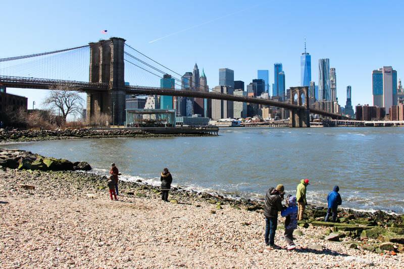 Qué hacer en Dumbo - Playa Pebble Beach y skyline de Manhattan