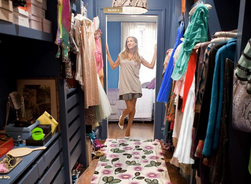 El vestidor del apartamento de Carrie Bradshaw en Sexo en Nueva York