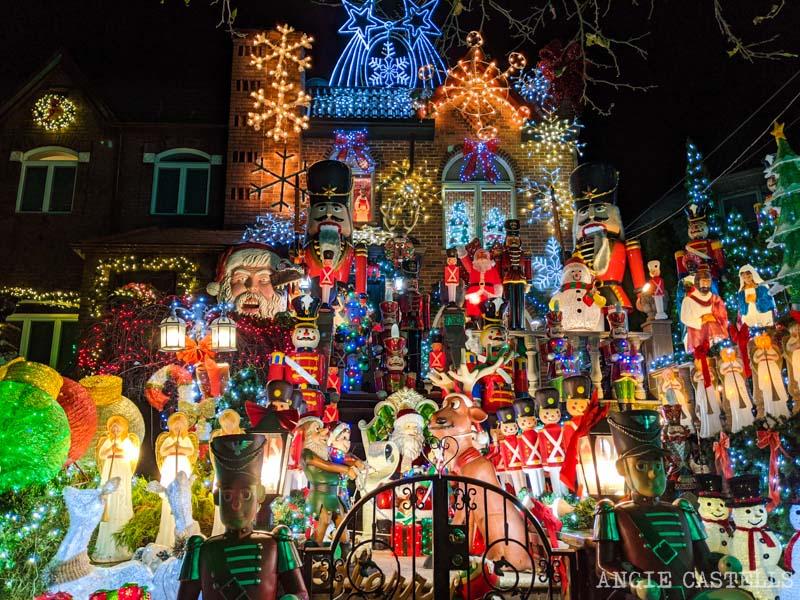 La casa de Lucy Spata, la casa mas famosa de Dyker Heights en Navidad