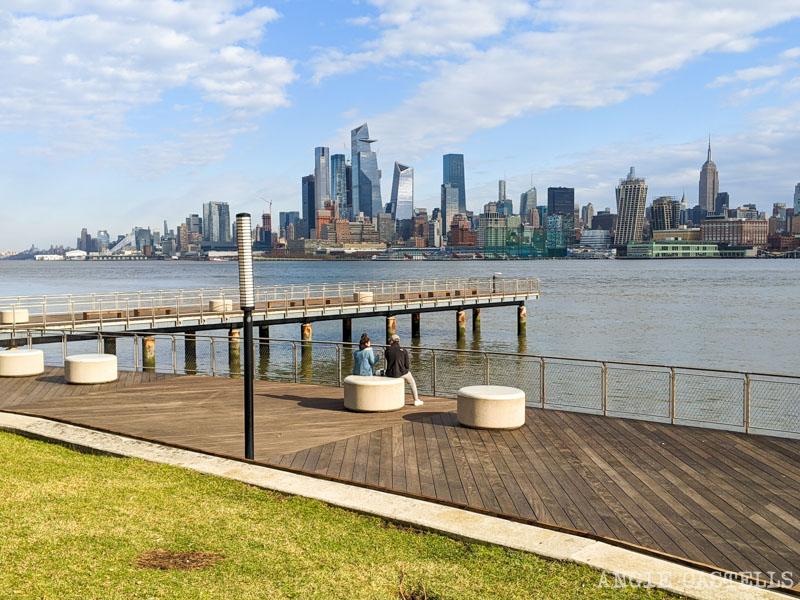 Las vistas de Nueva York desde Hoboken - Pier C y skyline de Manhattan