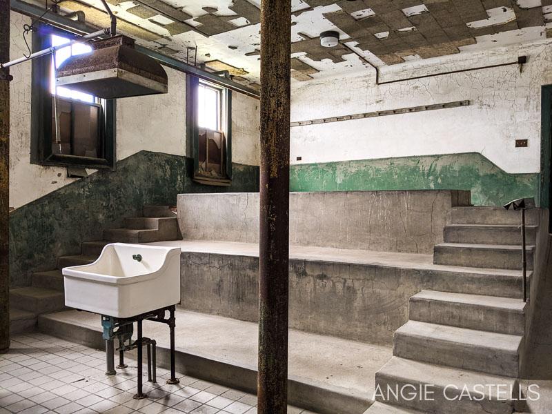 Tour por el hospital abandonado de Ellis Island, en Nueva York - La morgue