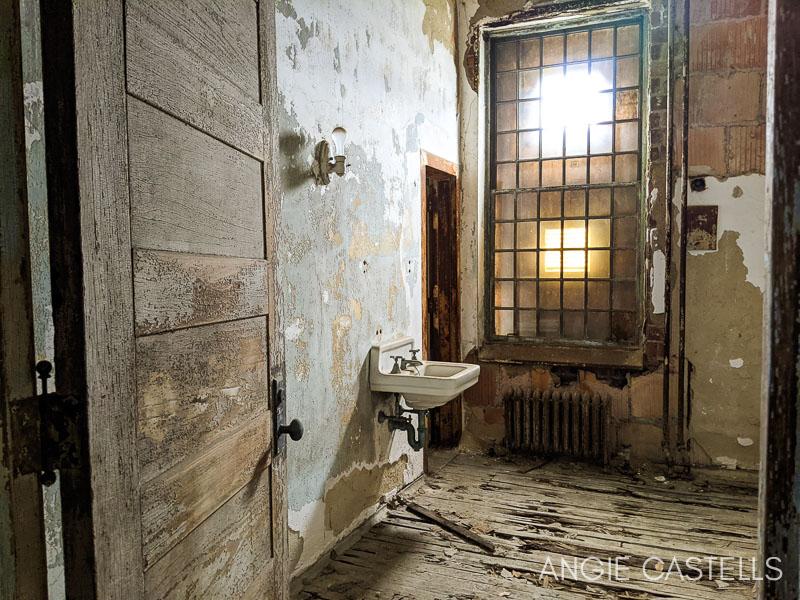 Tour por el hospital abandonado de Ellis Island, en Nueva York