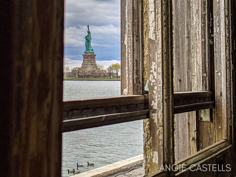 Visitar Ellis Island y su hospital abandonado en Nueva York - La Estatua de la Libertad