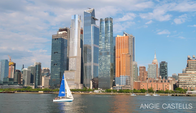 El barrio de Hudson Yards y el Vessel desde un paseo en barco por Nueva York de Classic Harbor Line