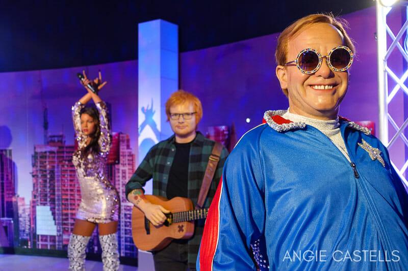 El museo de cera de Nueva York - Elton John y musicos